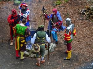 Herci se připravují na divadelní hru - akce se konají na tomto zámku běžně
