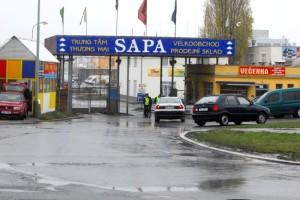 Vjezd do areálu Sapa Praha