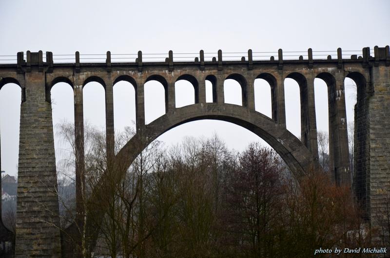 Most bych rád vyfotil celý, ale neměl jsem dost širokoúhlý objektiv.